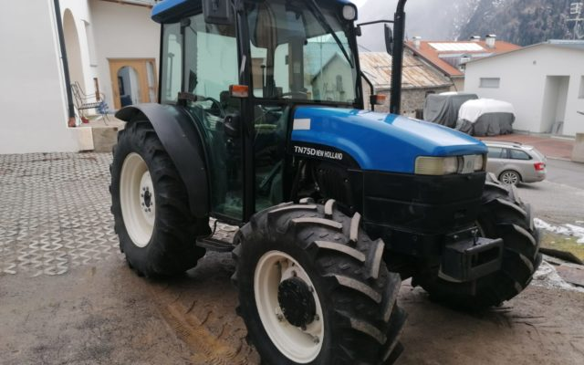 new-holland-tn75v-av026b-1